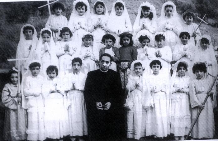 Grupo de niñas en su Primera Comunión