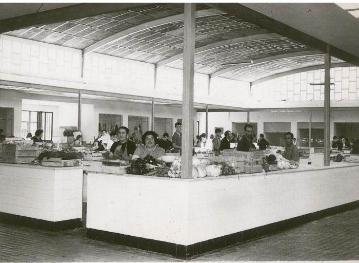 Interior de la antigua Plaza de Abastos de El Entrego