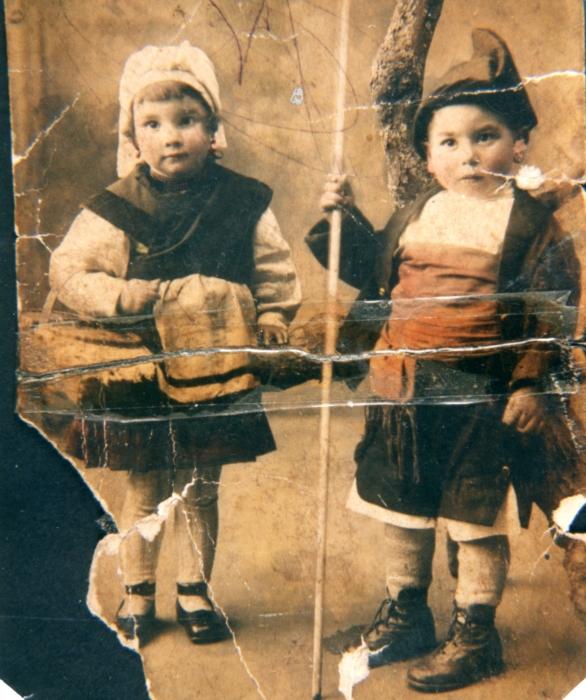 Con el traje regional, 1922
