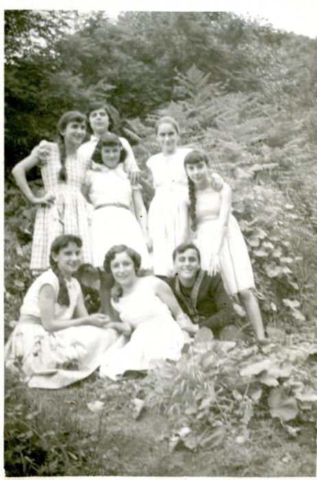 Con las amigas, 1959